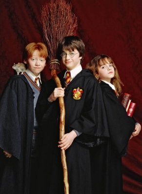 Emma-Watson-Harry-Potter-and-the-Philosopher-s-Stone-promoshoot-2001-anichu90-17189304-639-877